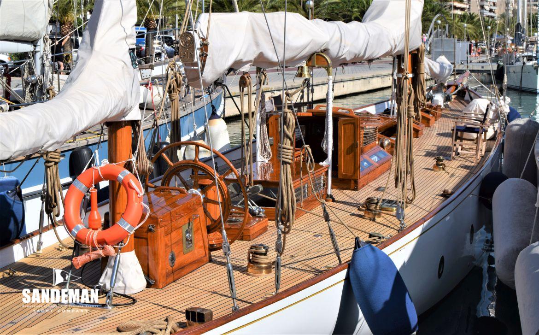 Cariba teak deck wheel, deckhouse, sail covers