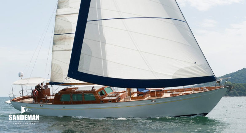 Viola starboard side sailing